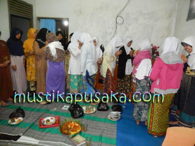 Tumpengan dan Doa Untuk Pemahar Mustikapusaka.com